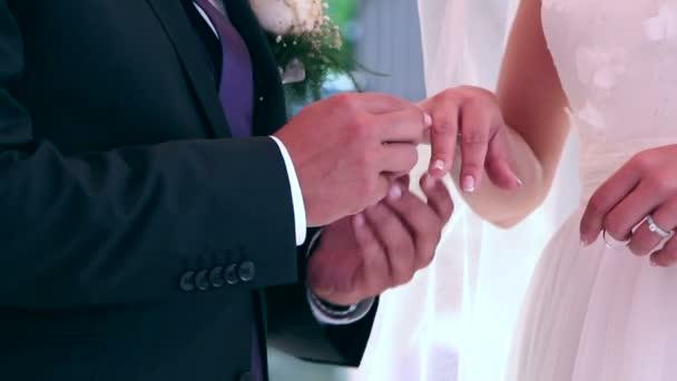 Vőlegény és menyasszony esküvő gyűrű, Vértes swapping