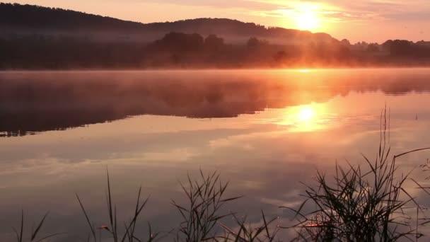 A tavon Sunrise, sunrise folyón, reggel táj