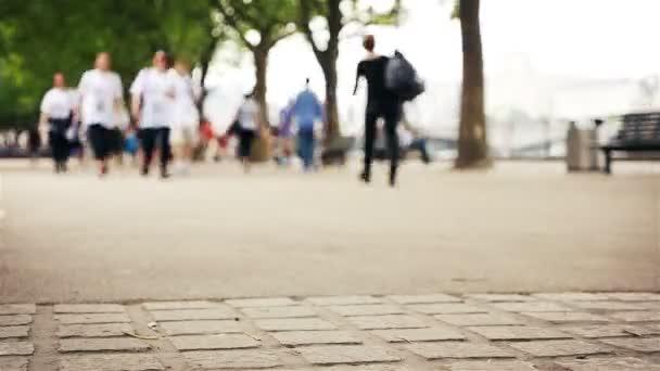 Časová prodleva od lidí, kteří jdou od řeky Temže, London city