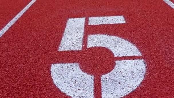 Slow Dolly auf der Laufstrecke zu Nummer 5, Zähler Nummer fünf