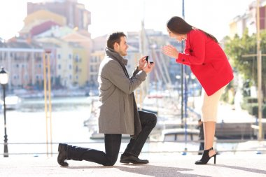 Proposal of man asking marry to his girlfriend