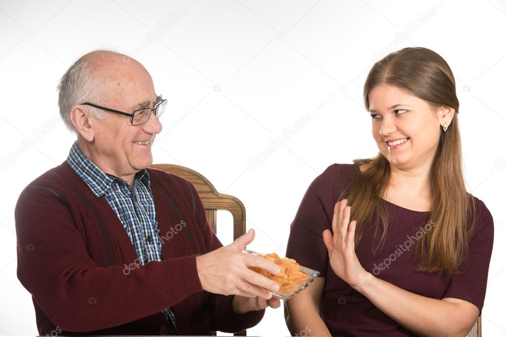 Junge frau und alter mann