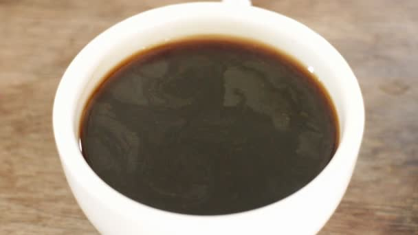 Adding milk to a cup of hot americano, Stock Video