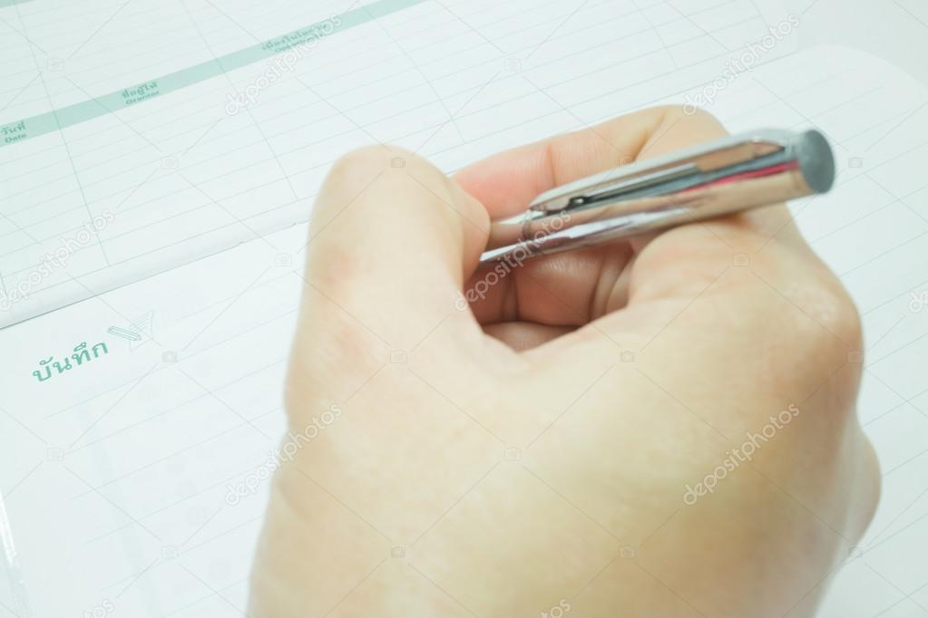 этом ручка не пишет на открытке все потому, что