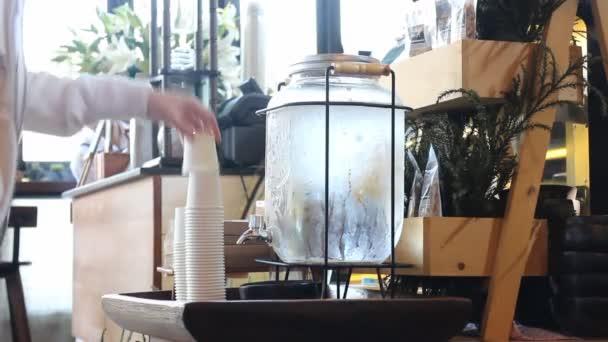Női hideg ivóvíz tartály gép