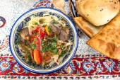 Fotografie Lamian - zentrale asiatische Nudeln mit Lammfleisch und Gemüse gekocht