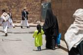 Mutter und Tochter im Jemen