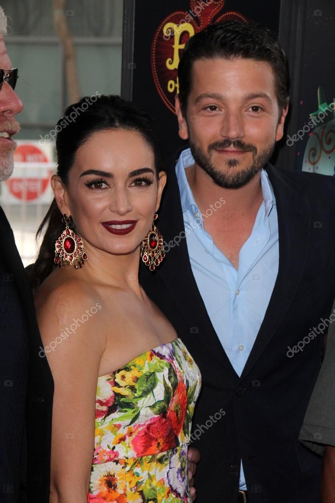 Ana de la Reguera and Diego Luna