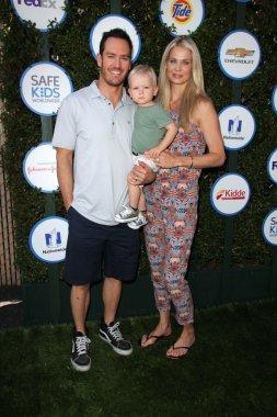 Mark-Paul Gosselaar, Catriona McGinn and family