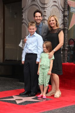 Paul Rudd and family