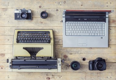 Journalistic equipment on a wooden table