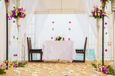 place for romantic dinner on beach