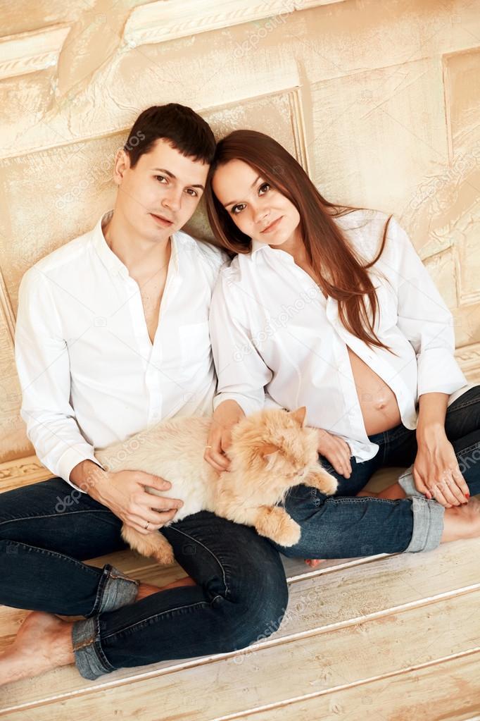 Семейная пара и молодая женщина фото 402-1000