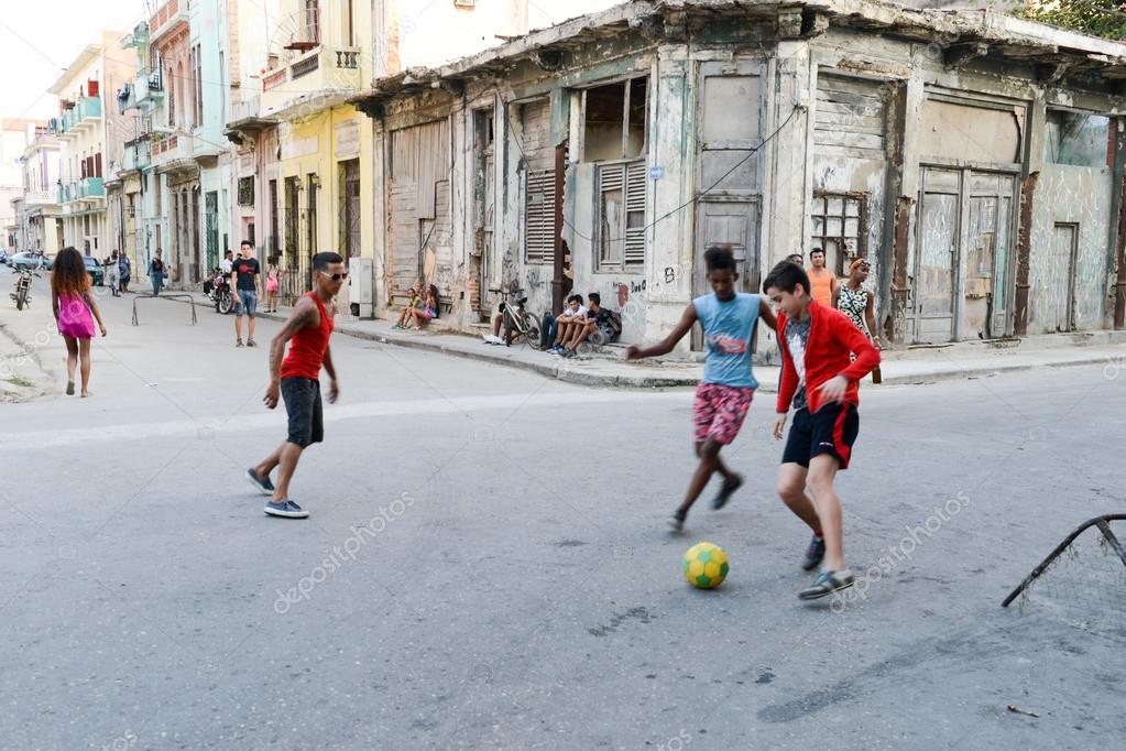 Fotos Ninos Jugando En La Calle Ninos Jugando Al Futbol En La