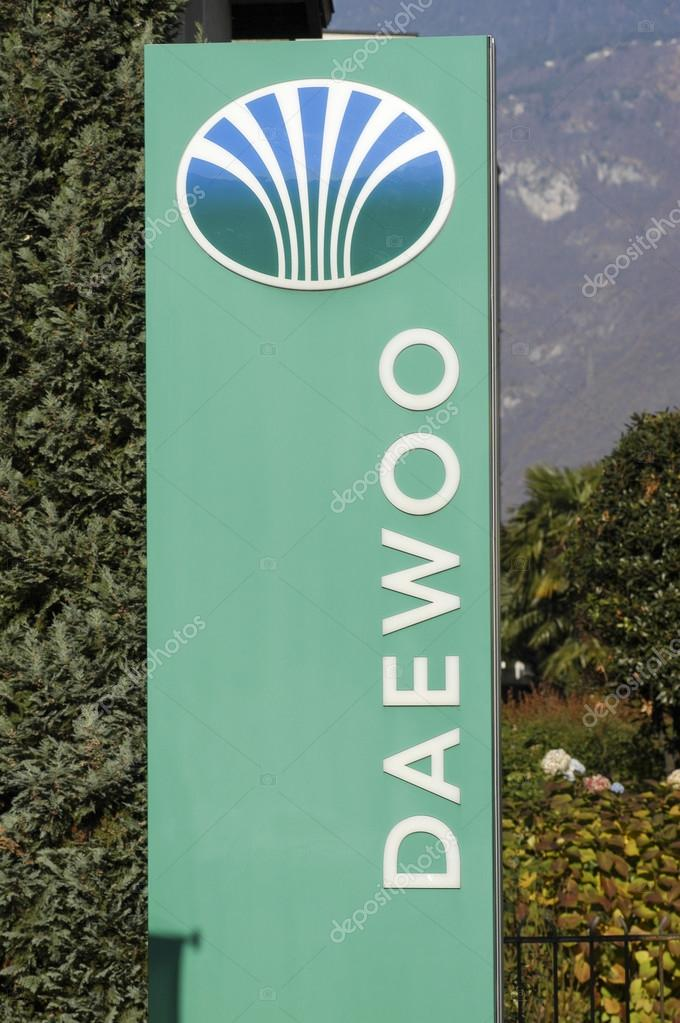 Logo sign of Daewoo car dealer – Stock Editorial Photo © Fotoember