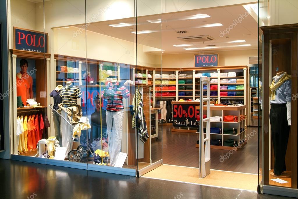 0142146380 Interior de loja de roupas de moda Polo — Fotografia de Stock ...