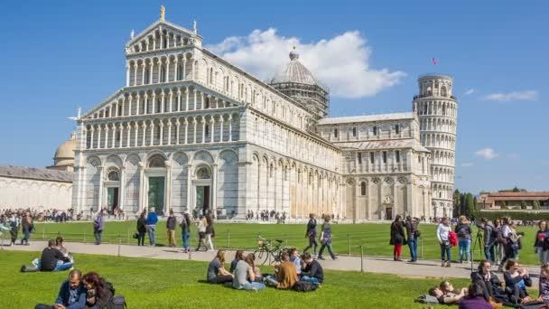 Pisa, Olaszország - 2016. március 24.: ferde torony Pisa a campanile, vagy szabadon álló harangláb, a katedrális, az olasz város Pisa, világszerte ismert a nem szándékolt tilt.