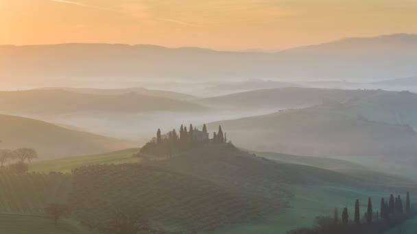 Pohled na zvlněných kopců Toskánsko, Itálie