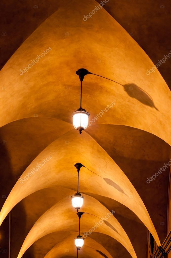 beleuchtung gewölbedecke weinkeller gewölbedecke gehweg stockfoto adistock 68541753