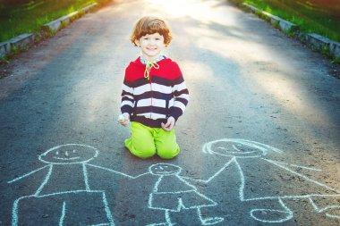 """Картина, постер, плакат, фотообои """"ребенок рисует на асфальте ."""", артикул 77338210"""