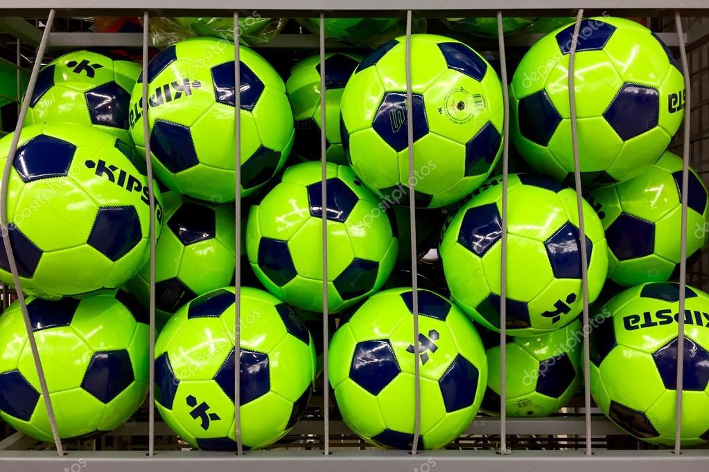 d75a40bf521d9 bolas de futebol coloridas — Fotografia de Stock Editorial © pio3 ...