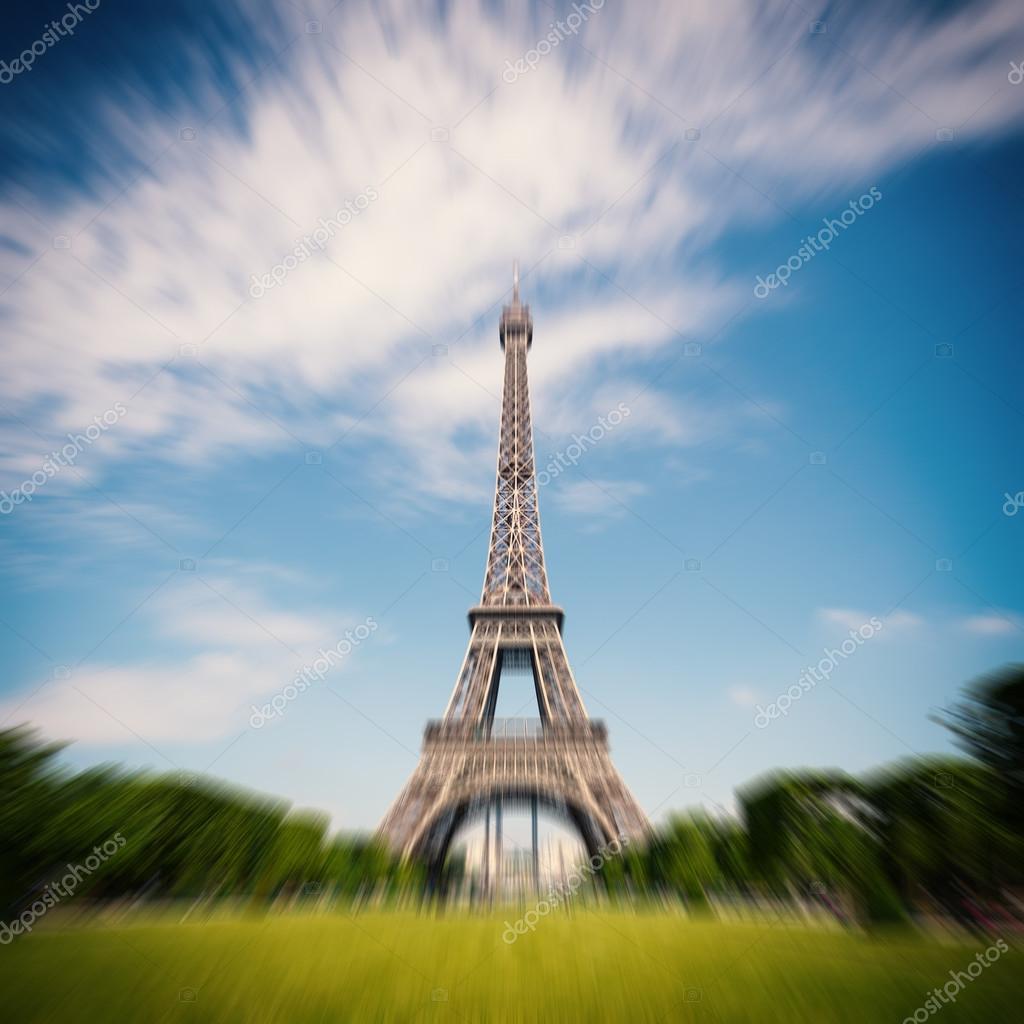 La Tour Eiffel Et Les Jardins Avec Des Gens Photographie Pio3