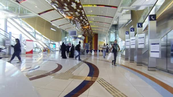 Hala uvnitř stanice metra Dubai