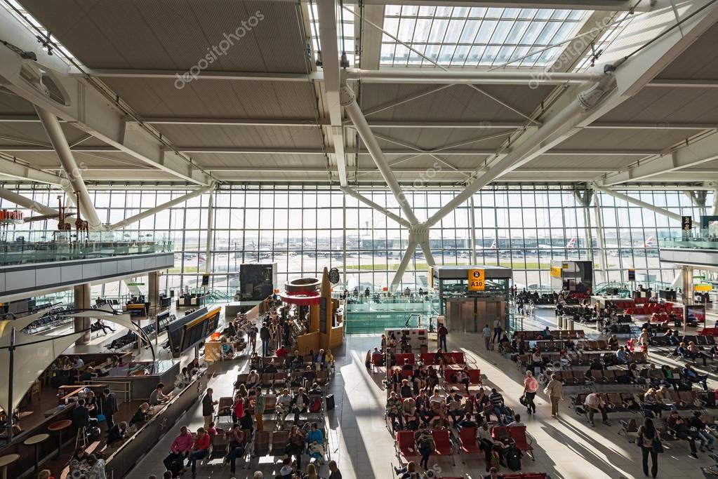 Aeroporto Heathrow Londra : Terminal dell aeroporto di heathrow a londra — foto
