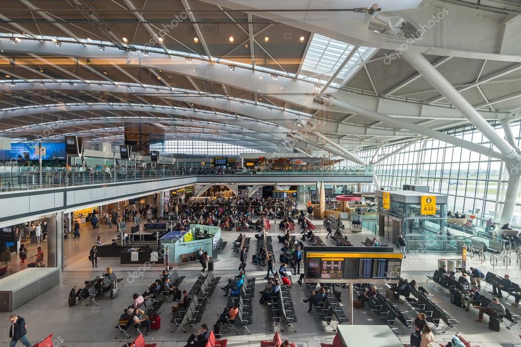 В аэропорту Лондона 12-летнему мальчику удалось без билета попасть на борт самолета