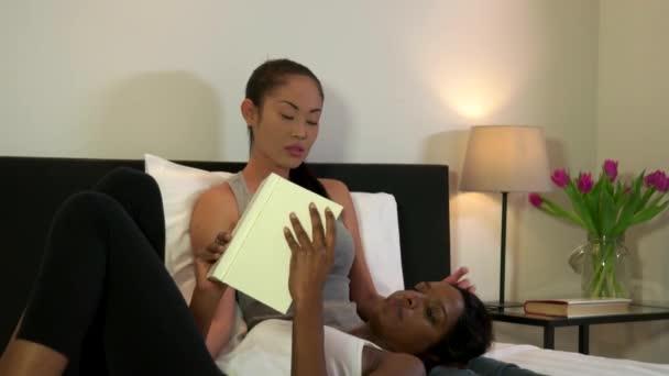 Videos für die lesbischen Sprachen Kostenlose Sex-Moveis
