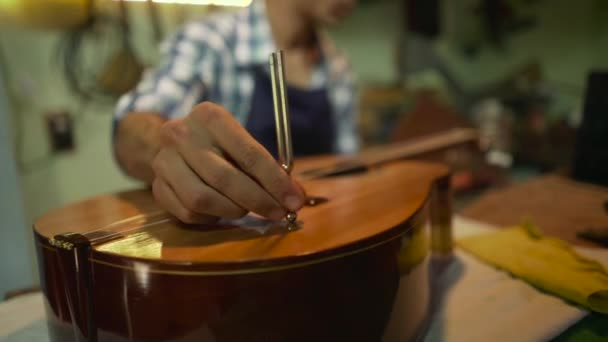 4-man loutna Maker řemeslník ladění kytary s Diapason