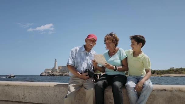 8řady prarodičů čtení turistická mapa na Kubě Havana