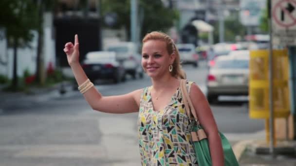 1of3 obchodní žena volá žluté taxi, ulici, město, cestování