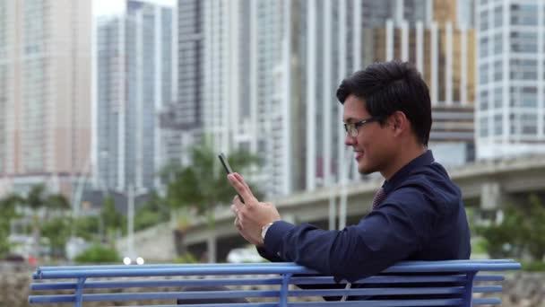 9of10 asijské podnikatel usmívající se, člověče, manažer, práce s počítačem ipad