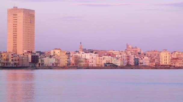 Cuba, Havana, Malecon promeade, Caribbean sea, buildings, skyline at sunset