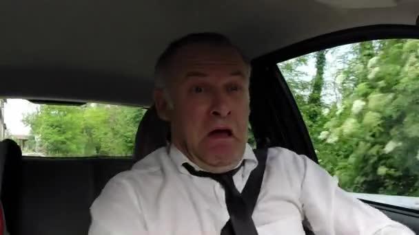 Dojíždějící muž lidé řídit auto do práce se vyhýbá Crash nehoda