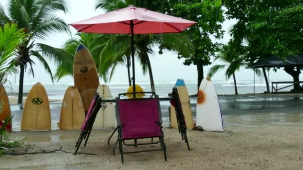 Prkna pro surfaře v Kostarice