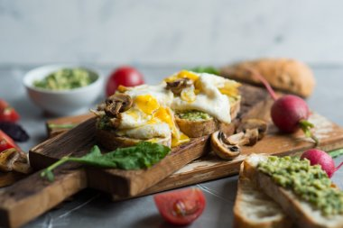 Sandwich with fried egg and avocado