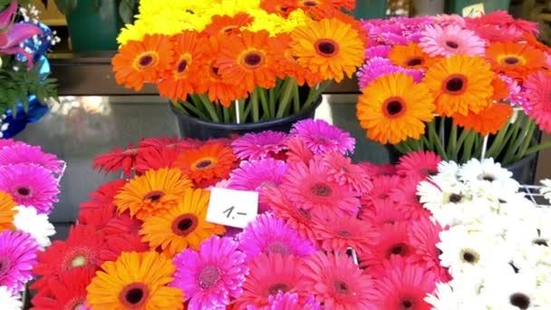 Barevné květy na květinářství