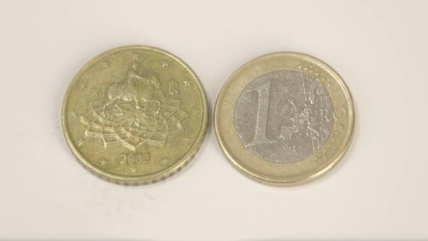 Italien Euromünzen Auf Der Tabelle Eine Goldmünze Und Einer 1 Euro