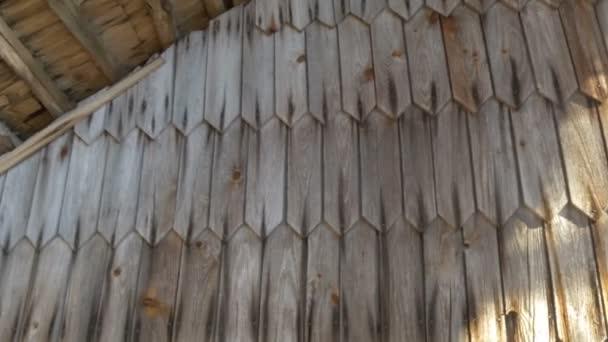 Čelní pohled dřevěné šindele domu