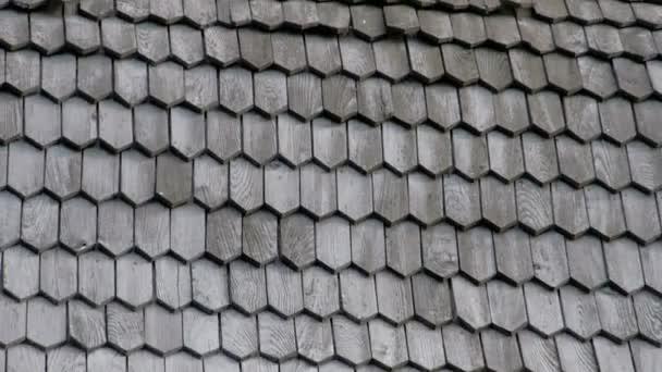 Dřevěné šindele z dřevěné střechy kostela Fs700