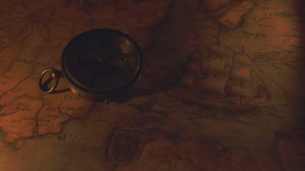 Kompas a mapu na noční vidění