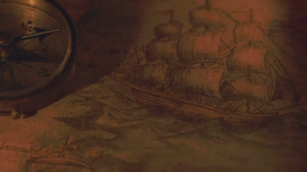 Kompas v blízkosti dvěma svíčkami