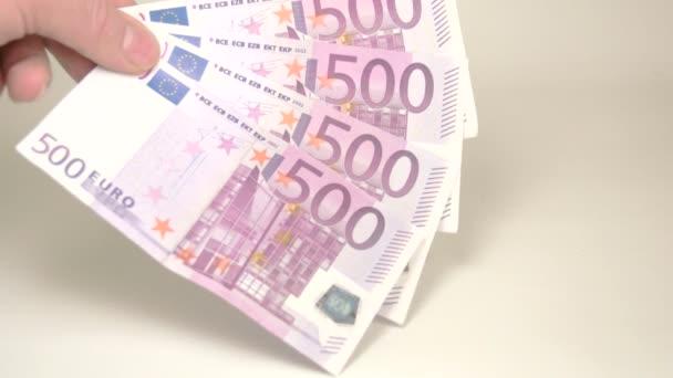 4 500 euro bankovky klesl