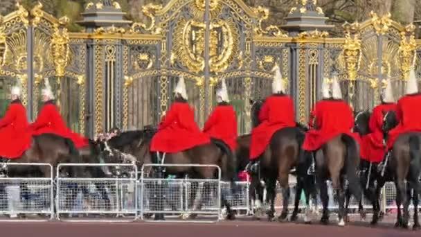 Změna stráží v Buckinghamském paláci
