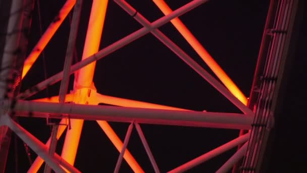 Steel bars connecting capsules of the wheel