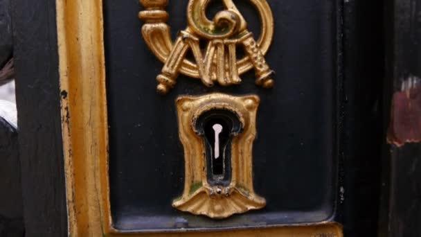 Keyhole in Backingham palace