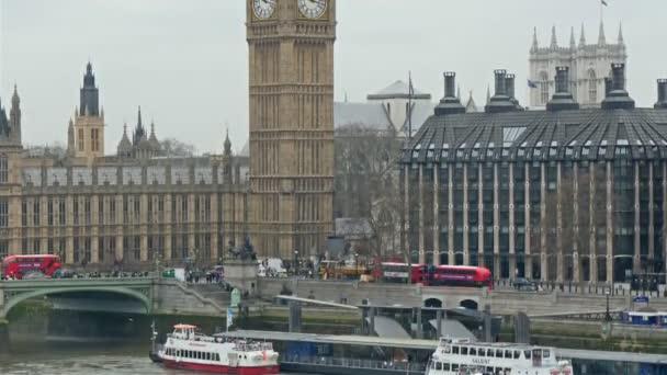 Big Ben během dne čas