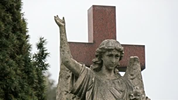 A statue of a lady angel